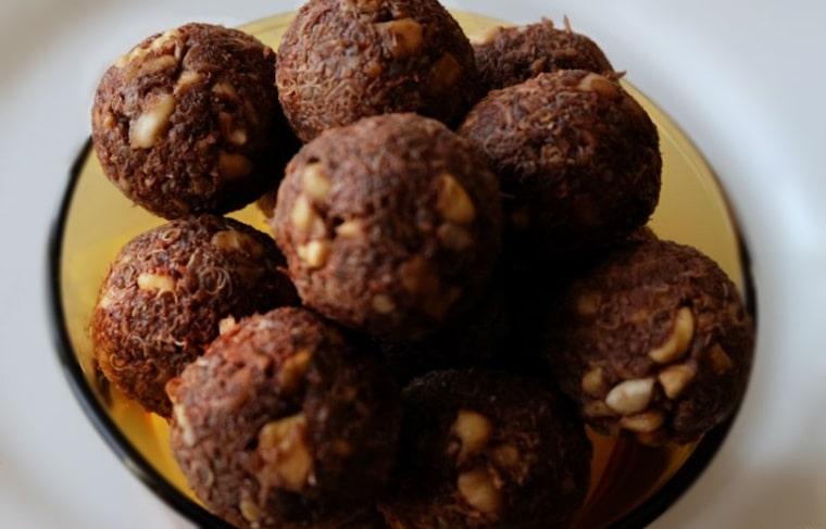 Сурови шоколадови бонбонки с кокосов пълнеж - оформени бонбонки