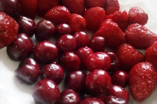 цели ягоди и череши
