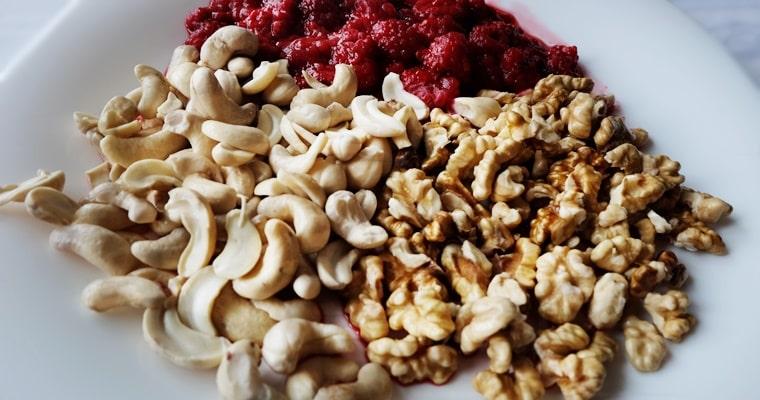 Орехи, кашу и малини