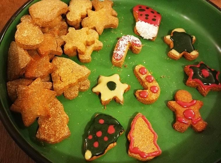 Коледни бисквитки с кокос и канела