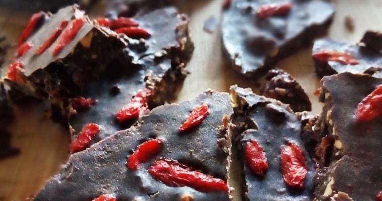 Шоколад с бадеми и годжи-бери