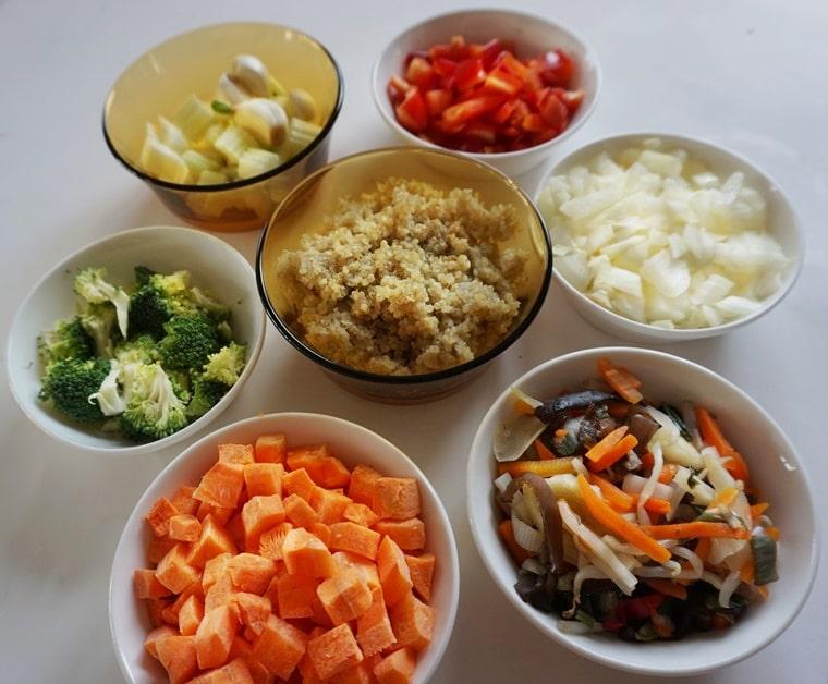 Съставки за киноа със зеленчуци