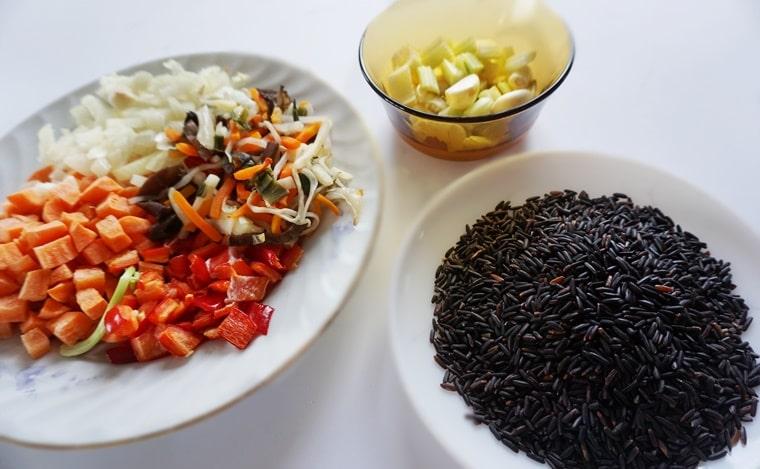 съставки за приготвяне на черния ориз