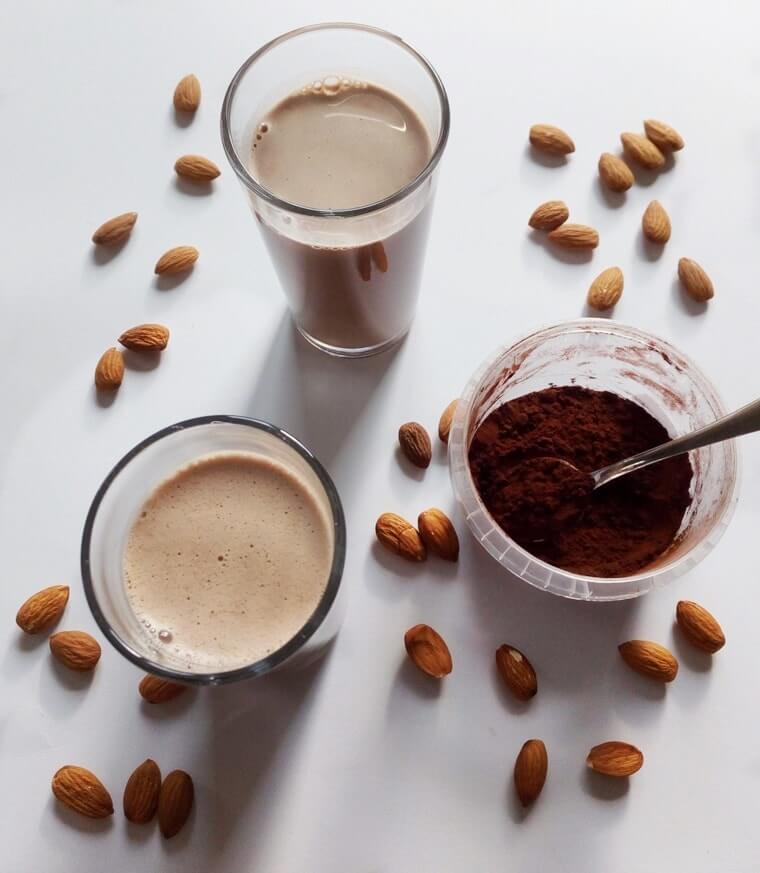 Шоколадово бадемово мляко