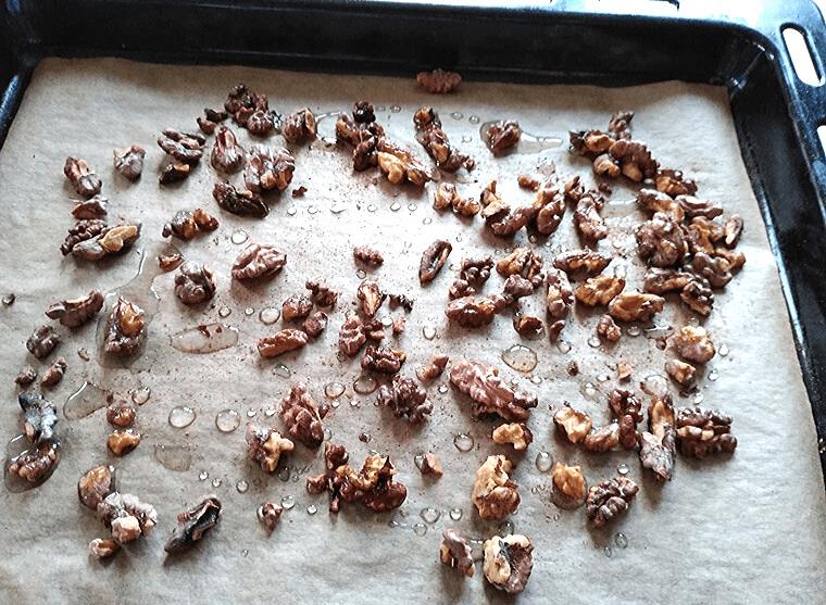 Ябълков десерт с канела и овесени ядки - запечени сурови орехи
