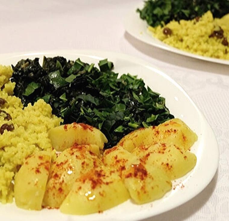 Спаначено къри с жълт ориз