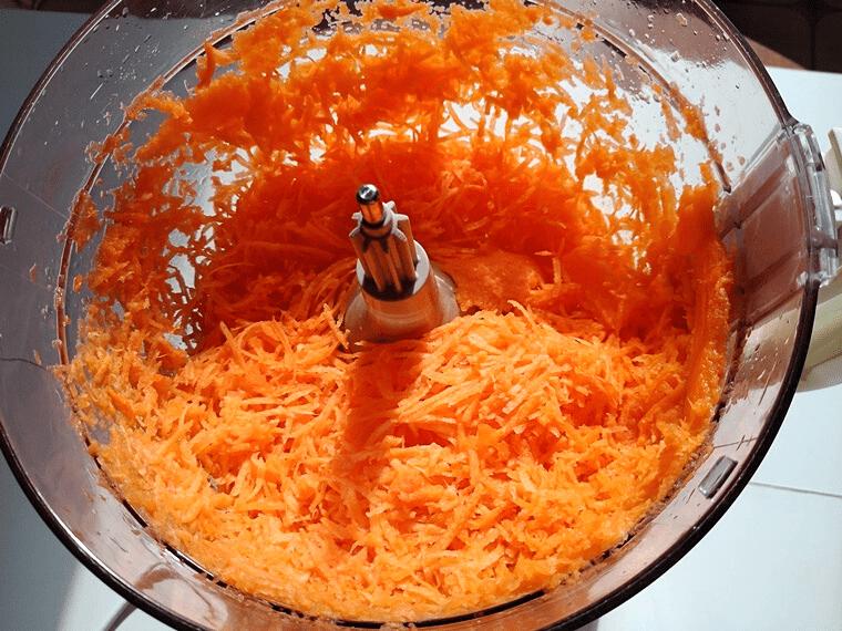Спагети от тиквички - настъргани моркови