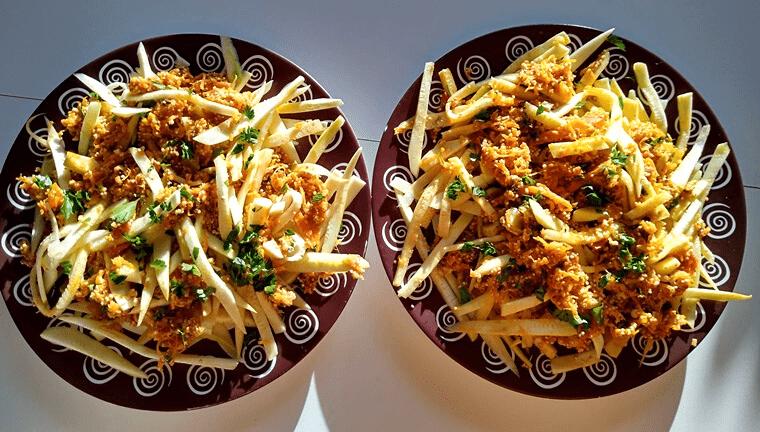 Спагети от тиквички - сервирани на масата