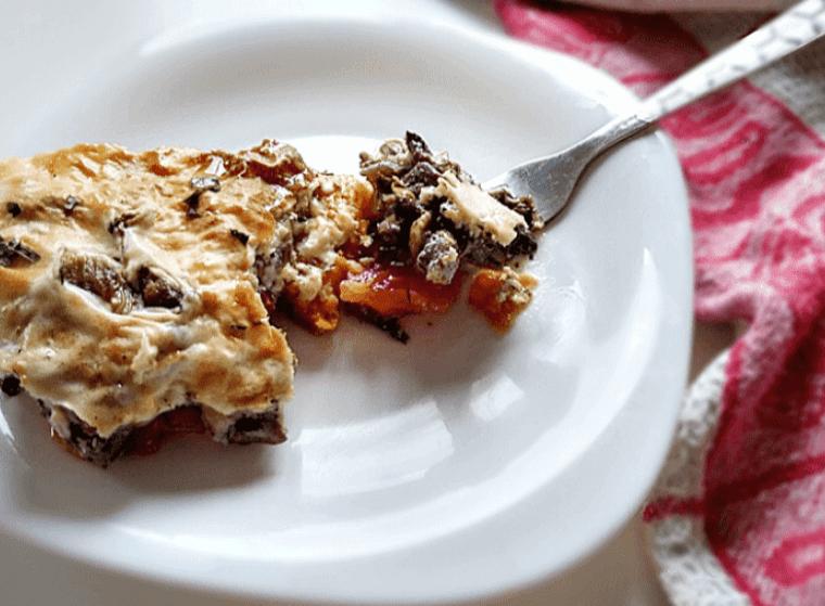 Read more about the article Веган мусака със сос Бешамел – питателна вечеря за всеки