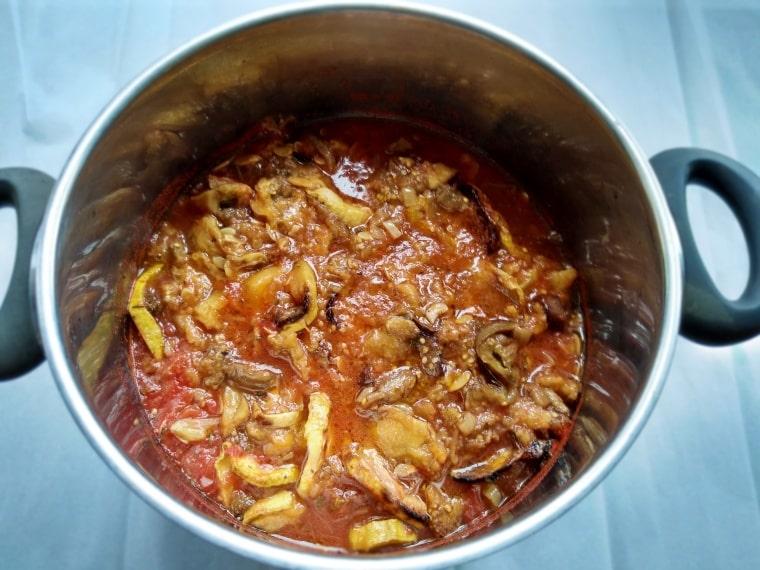 готово ястие - запечени зеленчуци на фурна с карамелизиран лук