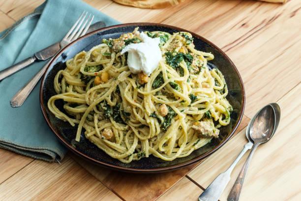 спагети с босилек и аспержи
